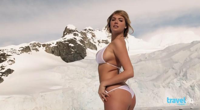 kate-upton-pose-seins-nus-sur-banquise-photos-sexy-bikini