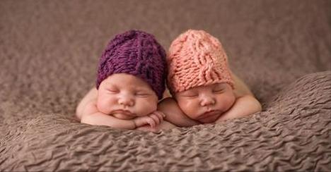 http://videos-mdr.com/wp-content/uploads/2015/02/jumelles-nees-avec-deux-jours-ecart-et-pas-meme-annee-naissance-jumeau-jours-differents-incroyable.png