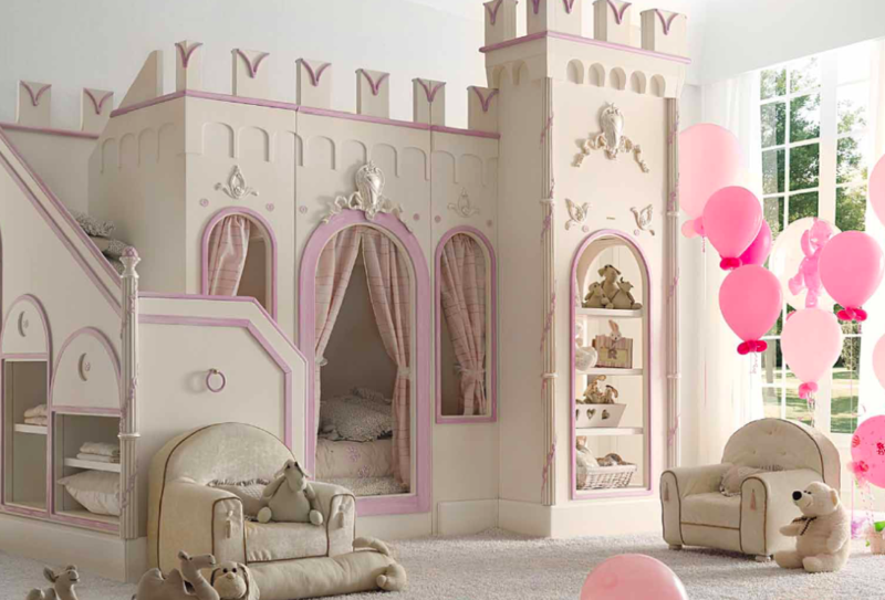 Chambre fille princesse photo for Deco chambre petite fille princesse