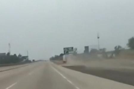 Les freins de ce camion lâche, il atteint 160km/ avant de se crasher ! (Vidéo)