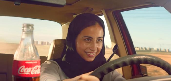Dans-sa-derniere-publicitee-Coca-Cola-fait-conduire-une-saoudienne