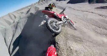 Deux motards évitent le pire après une chute !