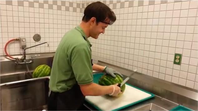 Comment d couper une past que en moins de 30 secondes vid os mdr - Comment couper une pasteque ...