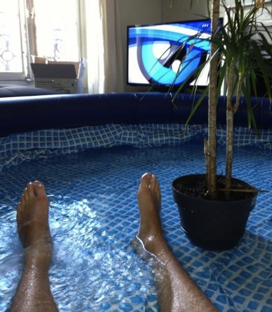 Marre de la canicule installez une piscine dans votre - Piscine dans le salon ...