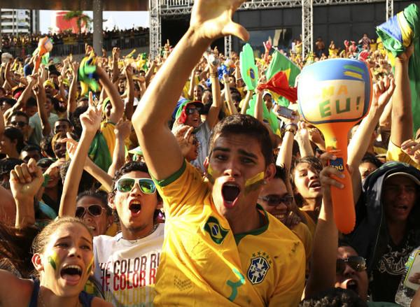 Coupe du monde de foot 2014 ces vrais supporters du br sil un peu bruyants vid os mdr - Coupe du monde 2014 au bresil ...