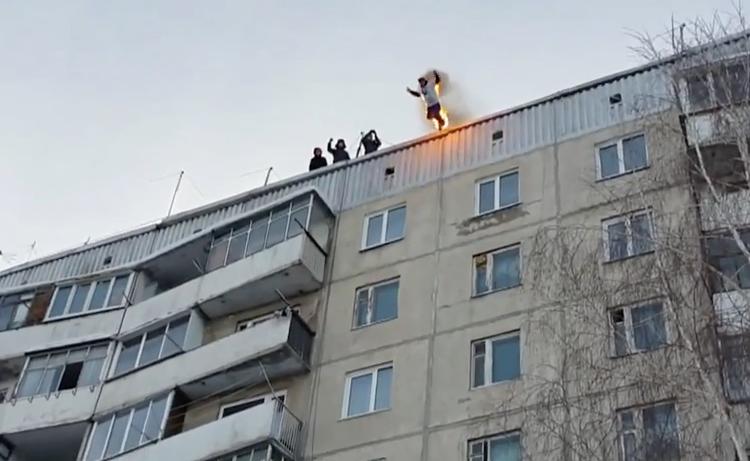 wtf un russe en feu saute d 39 un immeuble vid os mdr. Black Bedroom Furniture Sets. Home Design Ideas