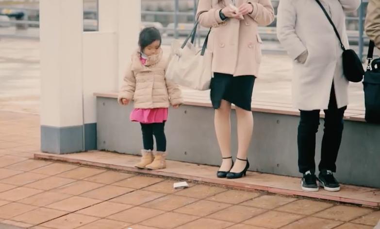 experience comment reagissent les enfants en voyant des inconnus perdre leur portefeuille croix. Black Bedroom Furniture Sets. Home Design Ideas