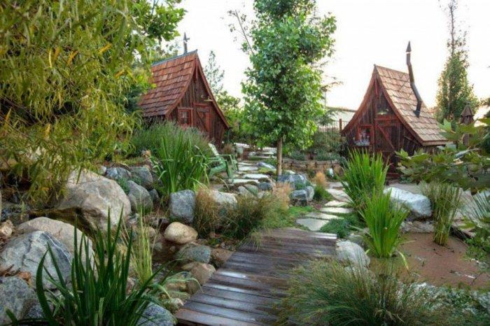 Il construit des petites maisons en bois atypiques qui vendent du r ve magique - Petites maisons en bois ...