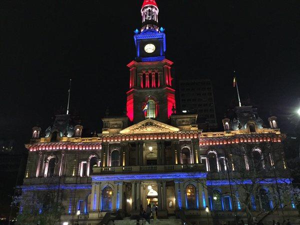 mairie-sydney-couleurs-france-hommage-paris-attentats