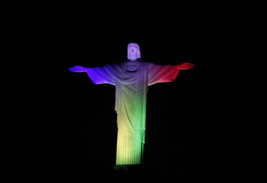 rio-christ-redempteur-couleurs-france-hommage-paris-attentats
