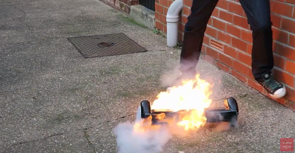 un homme filme l 39 explosion de son hoverboard. Black Bedroom Furniture Sets. Home Design Ideas