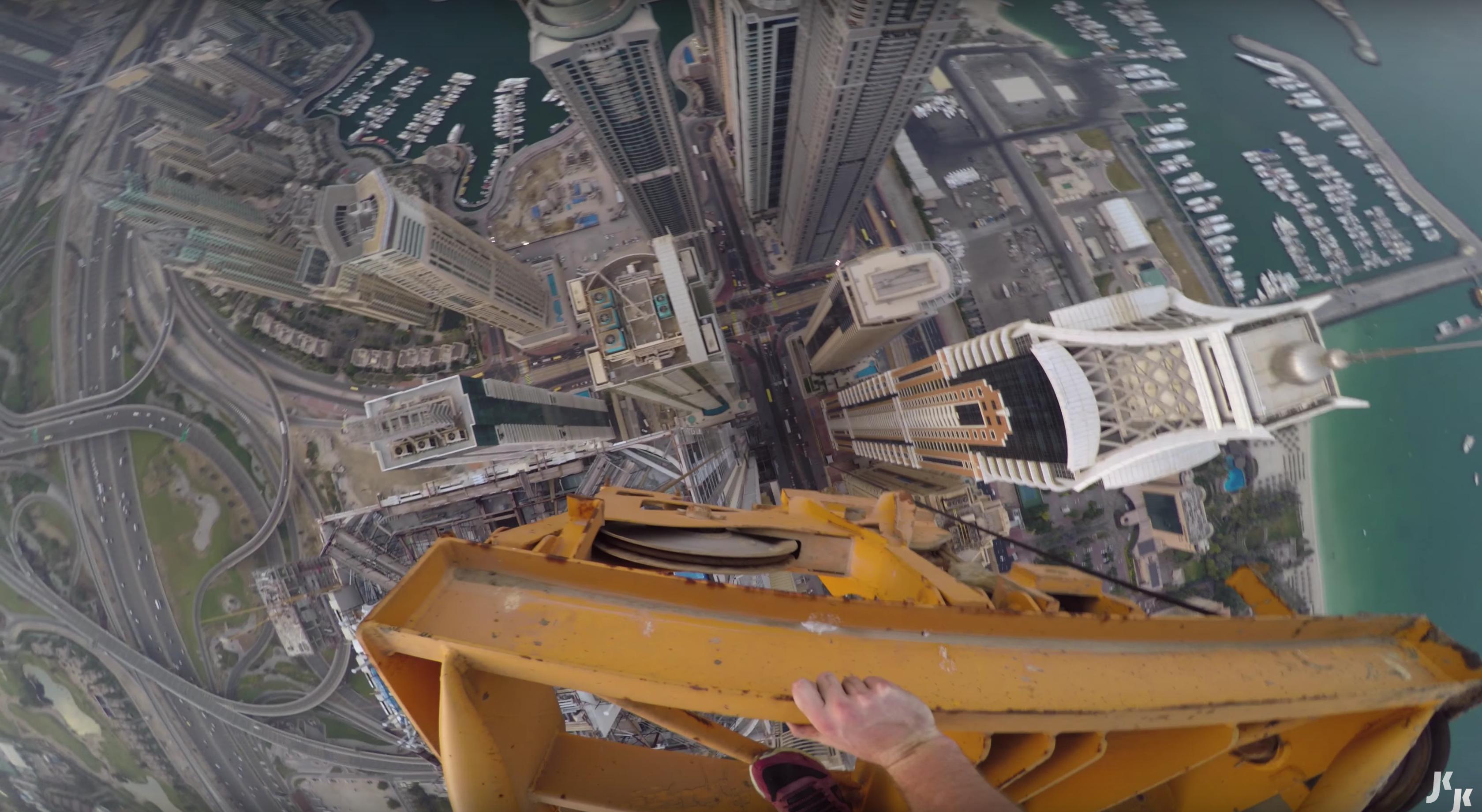 Ascension d'une grue à Dubaï