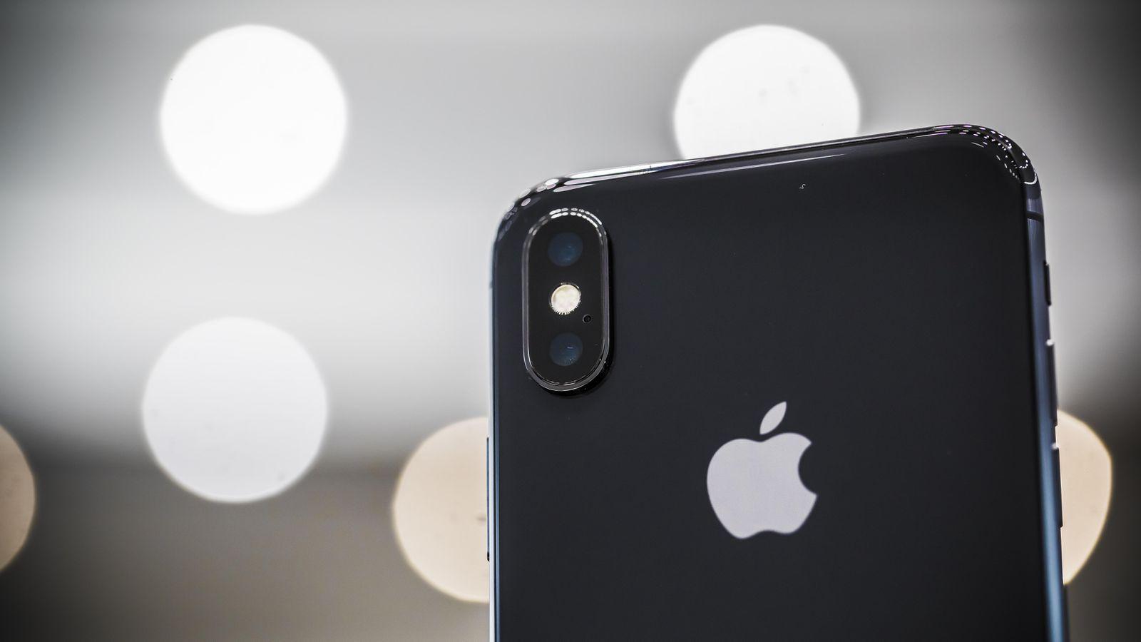 Tim-Cook-le-PDG-d-Apple-repond-aux-rumeurs-concernant-le-nombre-d-iPhone-x-mis-en-vente