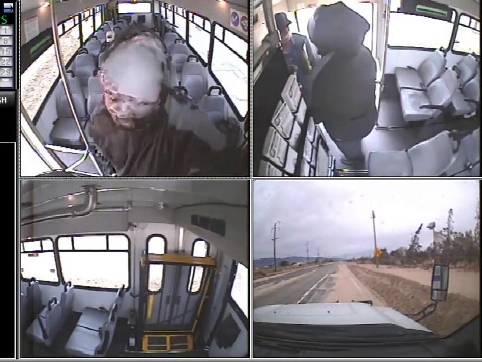 Un homme agresse un chauffeur de bus et le laisse sur le trottoir